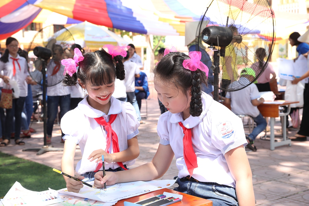 THE 2019 COLOR FESTIVAL HAS COME TO CHILDREN IN THE NORTHEN AREA OF VIETNAM